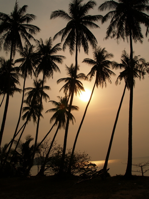 Sun setting at Lipa Noi Beach